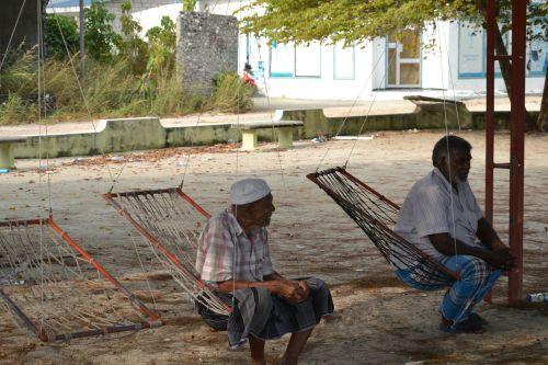 Maldivy_local people2_travelhacker