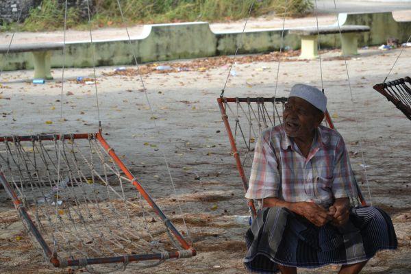 Maldivy_local people_travelhacker