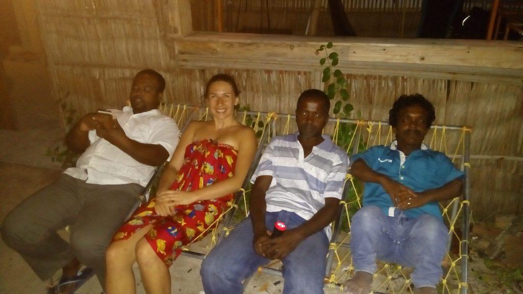 celý personál. Sadath, Mole (napravo odomňa a Sale (úplne napravo) Asi som im skomolila mená, ale pointu to vystihuje :)