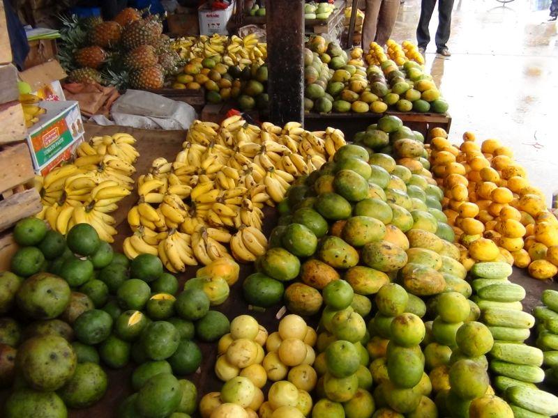 ceny_zanzibar_ovocie_mangá_banány_miestny_trh_travelhacker