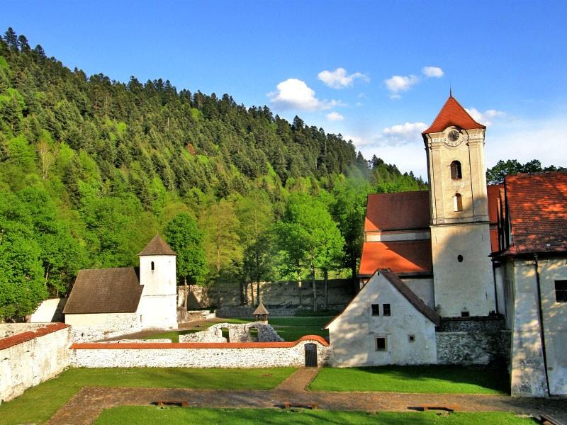 Červený kláštor, Slovensko