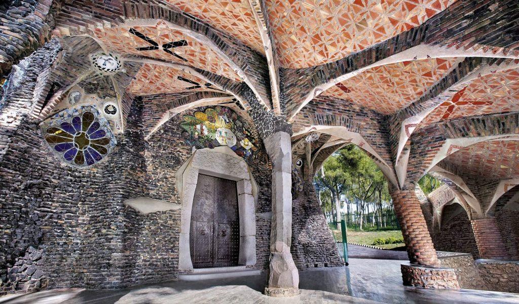barcelona, gaudis crypt